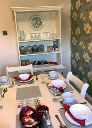 Little Lodge Walcote kitchen small
